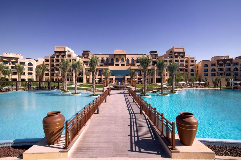 أفضل 5 منتجعات و فنادق في جزيرة السعديات ابوظبي الرحلة