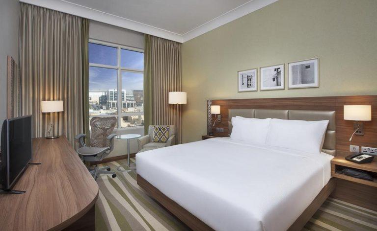 فندق هيلتون جاردن إن دبي