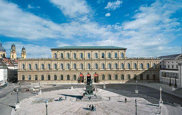 قصر ريزيدينز الكبير اماكن سياحية في ميونخ
